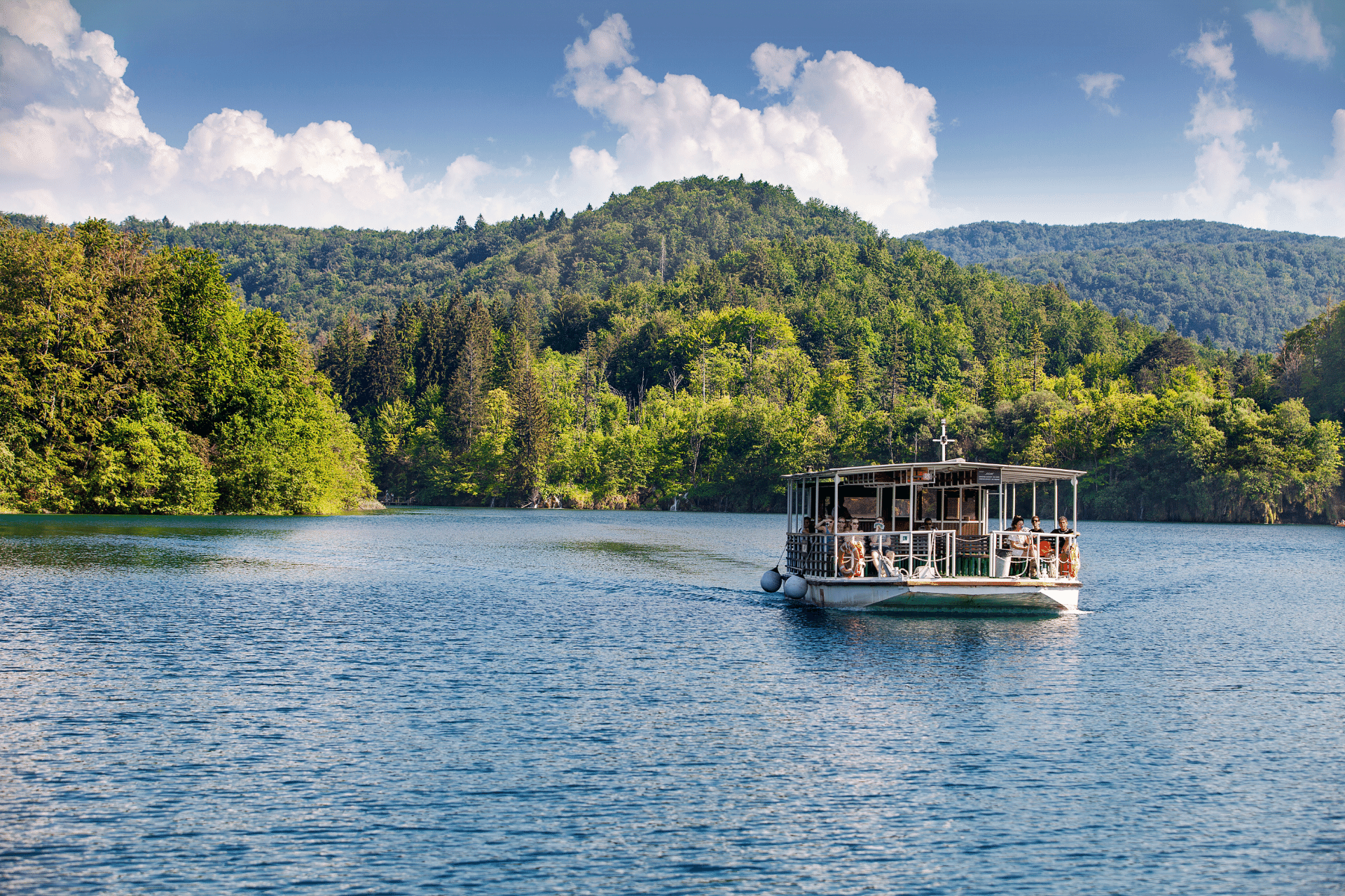 voznja brodom preko jezera kozjak